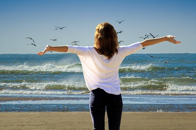 žena na pláži, rackové