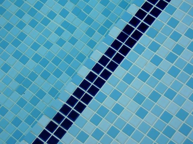 dlažba na dně bazénu.jpg